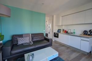 A kitchen or kitchenette at RIVIERA COSY BEACH