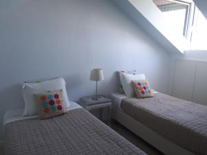 A bed or beds in a room at Dalma Flats - Garden
