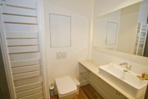 A bathroom at Promenade des anglais Sea Front
