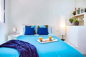 A bed or beds in a room at OH Urban Suites