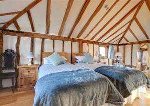 A bed or beds in a room at Hartley Dyke Barn