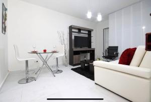 A seating area at Luxury apartment with a/c next to chipichape mall