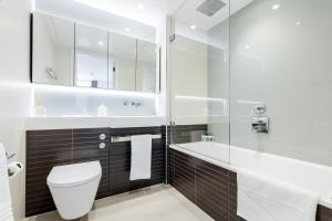 A bathroom at Luxury 1 bedroom Battersea Power Station apartment