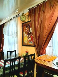Ресторан / где поесть в Apartment Ushakova 16