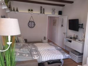 Ein Bett oder Betten in einem Zimmer der Unterkunft Haus Solymar App. Meerblick