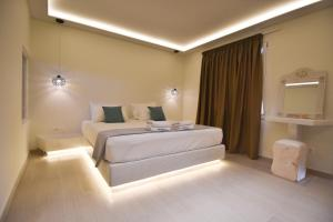 A bed or beds in a room at Sea Wave Hotel