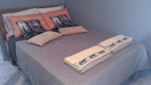 A bed or beds in a room at Vergeti Studios