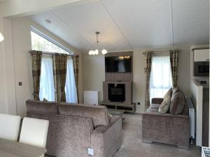 A seating area at Riverside Rothbury Superior Lodge