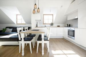 A kitchen or kitchenette at Baron Deluxe Arthouse Apartment