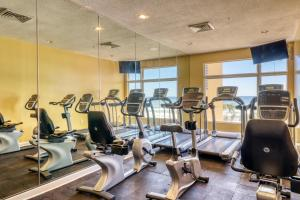 The fitness center and/or fitness facilities at Sterling Reef
