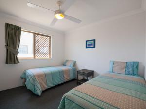 A bed or beds in a room at Emerald Shores Unit 6, 8 Orvieto Terrace, Kings Beach
