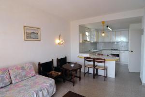 A kitchen or kitchenette at Apartaments AR Els Pins