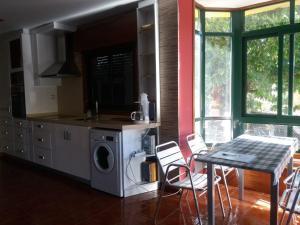 Kuhinja ili čajna kuhinja u objektu Amplia casa con buena ubicación en Baiona