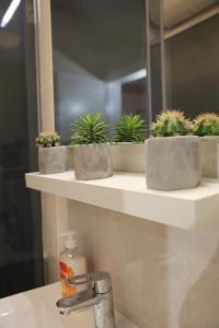 A bathroom at Apartments Bartol