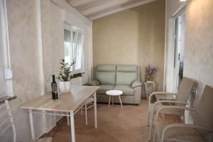 A seating area at Apartments Bartol