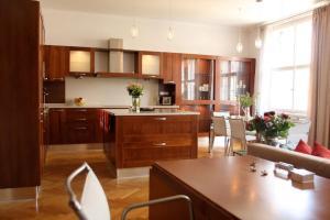 Küche/Küchenzeile in der Unterkunft Spacious elegance in the heart of Old Town
