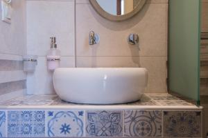 A bathroom at Kamares House Apartments & Studios
