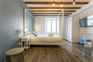 A bed or beds in a room at Milano Apartments Porta Genova