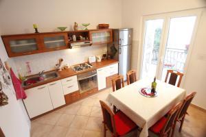 Kuhinja ili čajna kuhinja u objektu Apartment Petrcane