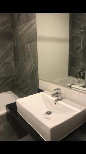 A bathroom at Brand New Durrat Marina Yachet Club flat / weekend / weekdays/ weekly or monthly