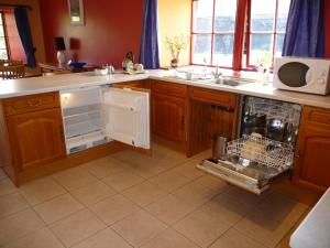 A kitchen or kitchenette at The Beltie Byre