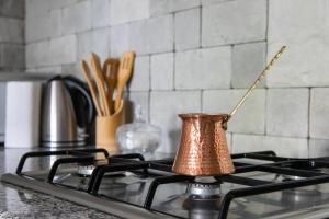 Кухня или мини-кухня в H&B apartments Akhvelediani