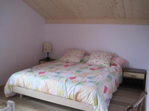 A bed or beds in a room at chalet en campagne