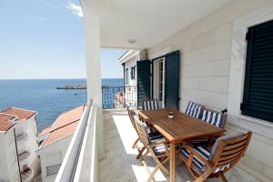 A balcony or terrace at Apartments Montesan
