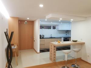 A kitchen or kitchenette at Apartamento Milénio T2