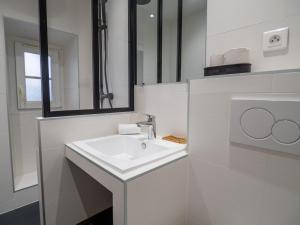 A bathroom at Appartement centre de Cannes