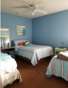 A bed or beds in a room at Oddie's Beach Cottage