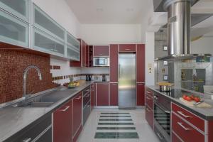 A kitchen or kitchenette at Grande Dame Villa