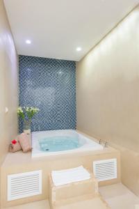 A bathroom at Mareazul Beach Family CondoHotel - Playa del Carmen