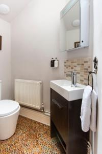 A bathroom at 20 Crescent Gardens