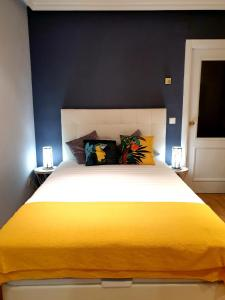 A bed or beds in a room at Apartamentos Madrid Titania