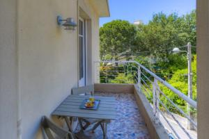 A balcony or terrace at NICE Cimiez beautiful apartment SEA VIEW