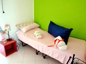 A bed or beds in a room at Appartamento a 400 metri dalla spiaggia