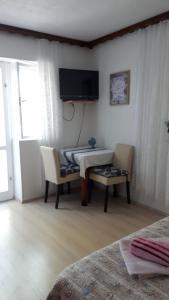 A television and/or entertainment centre at Apartments Marina