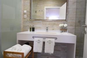 Ein Badezimmer in der Unterkunft Lx Flowers Apartments