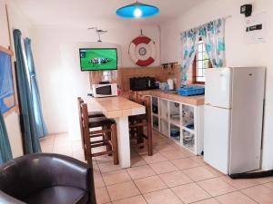 A kitchen or kitchenette at Oom Piet Accommodation