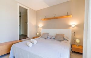 A bed or beds in a room at La Platera