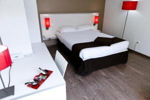 A bed or beds in a room at Résidence Hôtelière Temporim Part Dieu