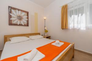 A bed or beds in a room at Apartments Diana & Josip