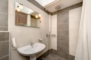 A bathroom at Andreas Studio