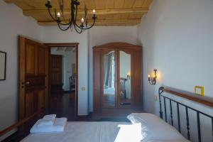 A bed or beds in a room at Villa Crystal Agios Sostis