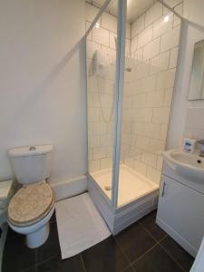 Destination-2 three tesisinde bir banyo