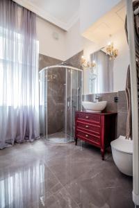 Kupatilo u objektu Ben Akiba Luxury Suites