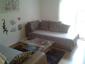 A seating area at Apartment Mile