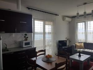 A kitchen or kitchenette at White Residence Apartments