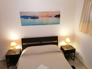 A bed or beds in a room at Oceana